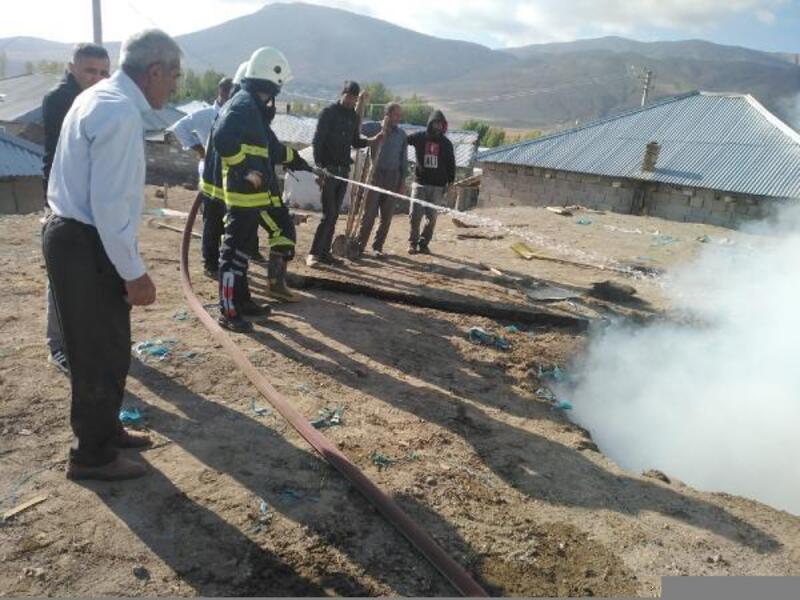 Özalp'ta tandır evi ve odunlukta yangın