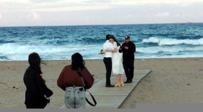 Kıyıköy sahili çiftlerin doğal fotoğraf stüdyosu oldu