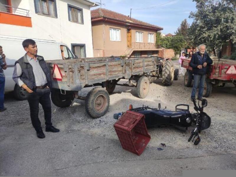 İznik'te traktörle motosiklet çarpıştı; 1 ağır yaralı