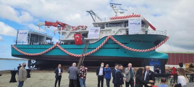 Trabzon'da 46 metrelik balıkçı gemisi denize indirildi