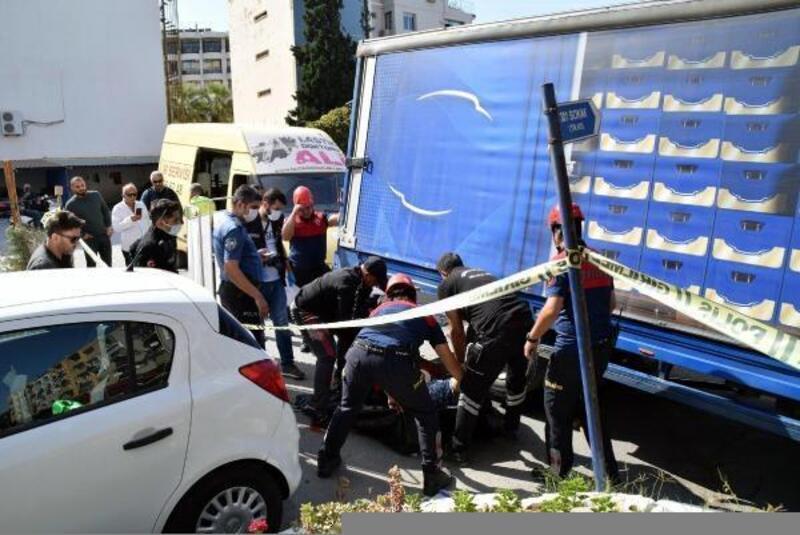 Kuşadası'nda geri manevra yapan kamyonun altında kalan kadın öldü