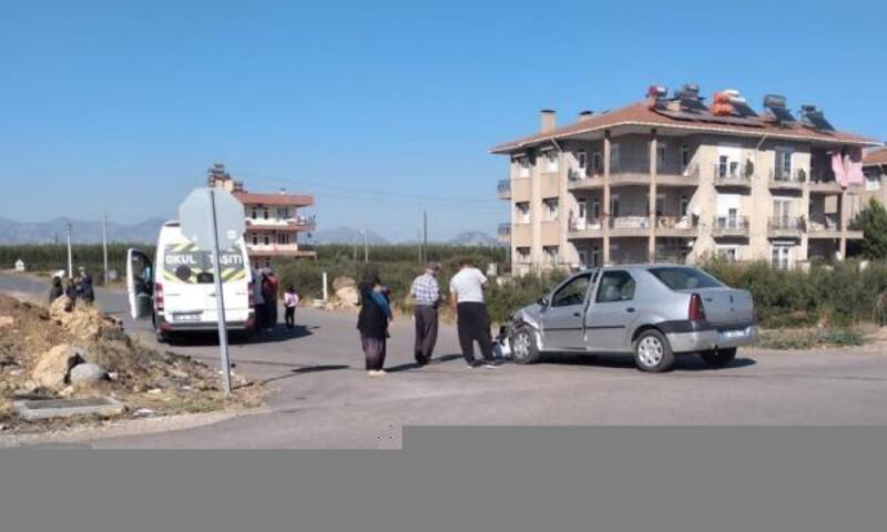 Öğrenci servisi ile otomobil çarpıştı: 2 yaralı