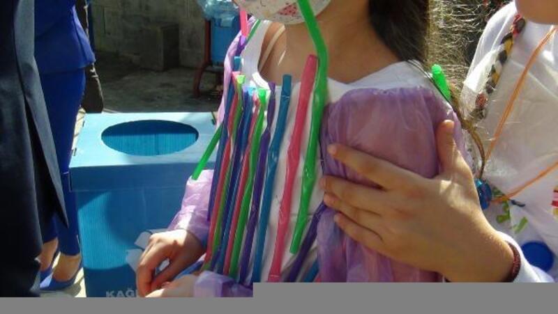 Karadeniz'de kirliliğe plastik kıyafetlerle dikkat çektiler