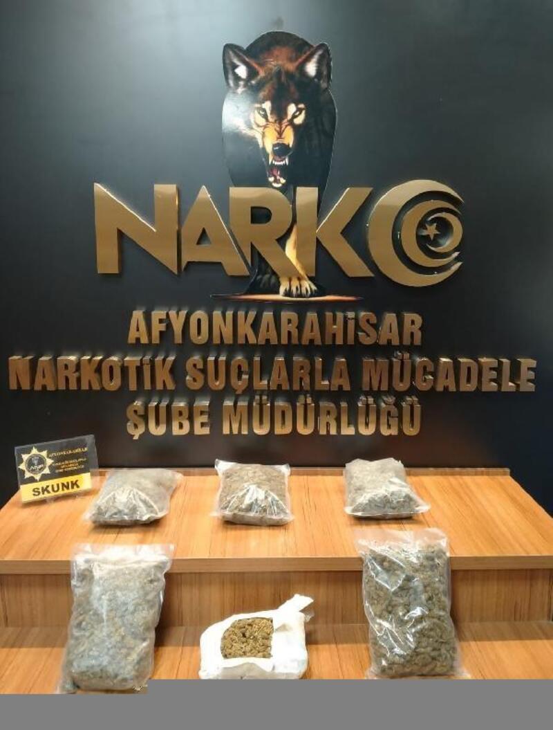 Afyonkarahisar'da durdurulan otomobilden 3 kilogram uyuşturucu çıktı