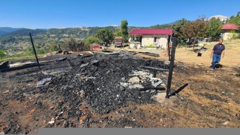 Çamlıyayla'da çıkan yangın yeni yapılan evi küle çevirdi