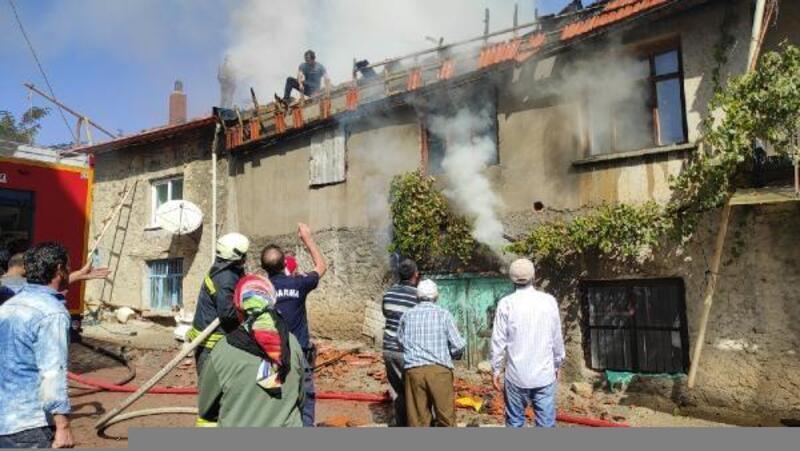 Çatı tadilatı sırasında yangın çıktı