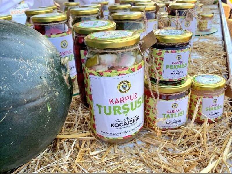 Yüreğir Belediyesi standındaki Adana karpuzu lezzetleri ziyaretçilerden tam not aldı