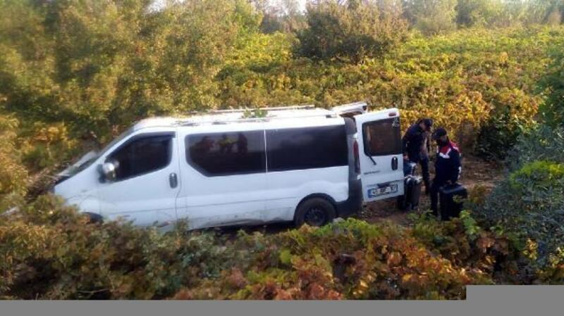 Minibüs üzüm bağına girdi: 2 yaralı