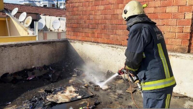 Atıl durumdaki sinema binasının çatısında yangın çıktı