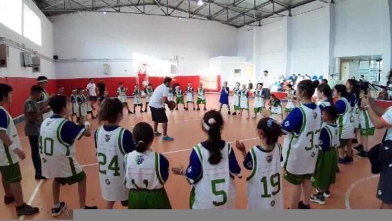 Öğrencilere basketbol kampı