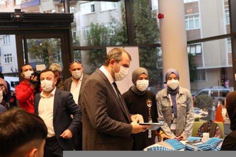 Güngören Belediyesi'nden üniversiteyi kazanan gençlere bin lira burs