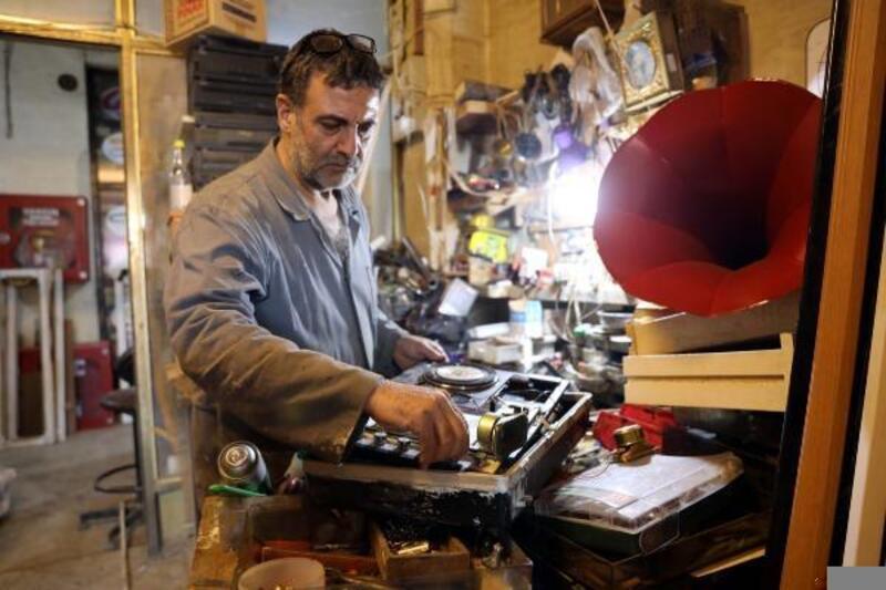 Asırlık plakçalar ve gramofonlara hayat veriyor