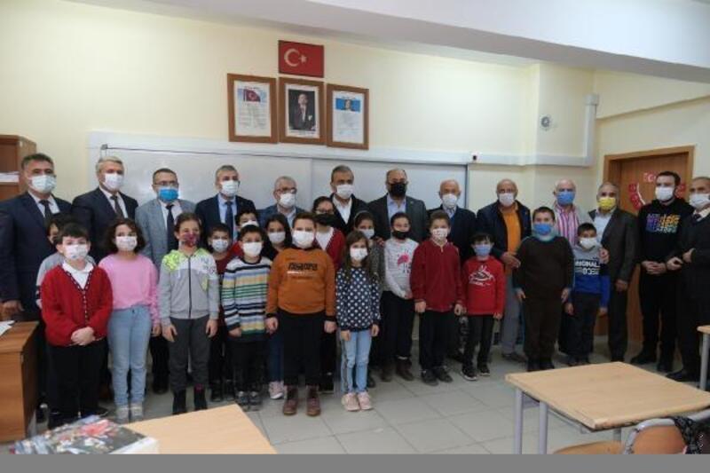 Uludağ OSB'den Kastamonu'da ki çocuklara kırtasiye yardımı