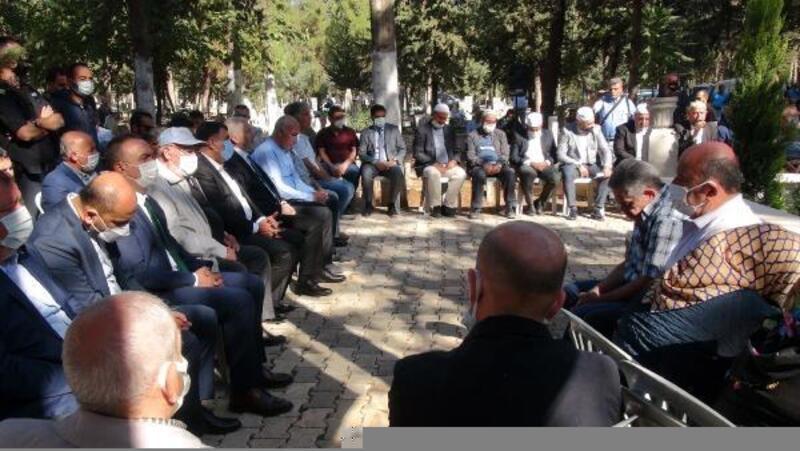 Merhum belediye başkanı, mezarı başında anıldı
