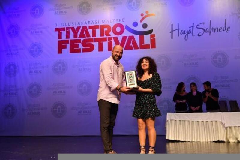 Tarsus Şehir Tiyatrosu oyuncusuna ödül