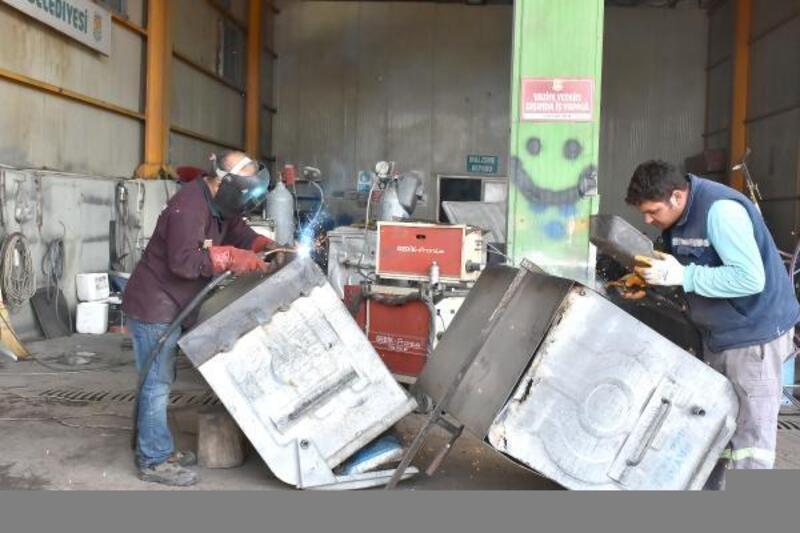 Tarsus Belediyesi eskiyen çöp konteynerlerini geri kazanıyor