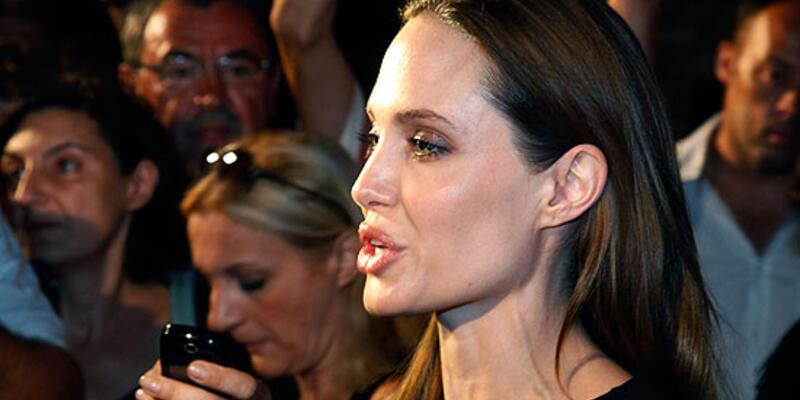 Angelina Jolie'nin ilk deneyimi