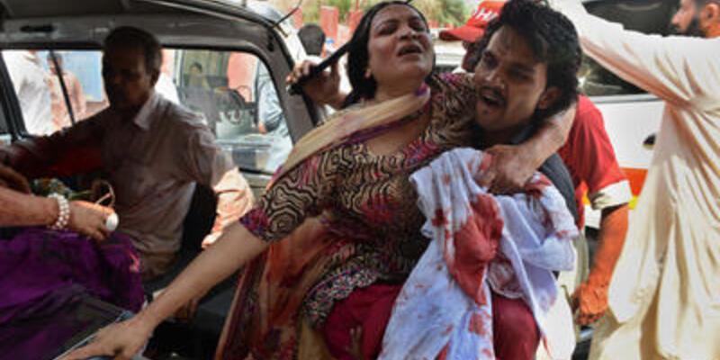 Pakistan'da kiliseye bombalı saldırı