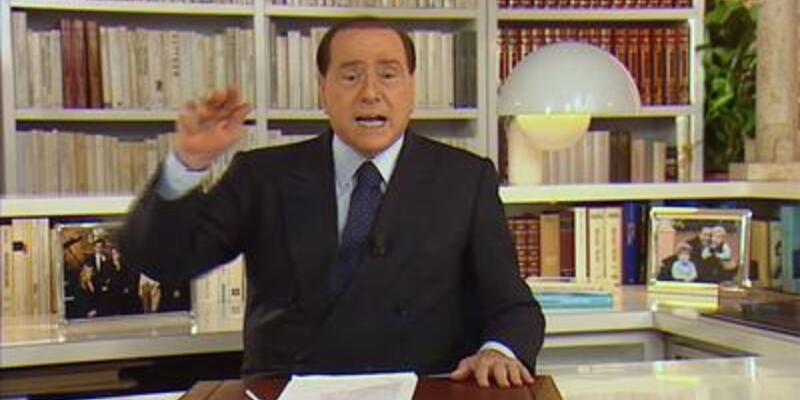 Berlusconi geri geliyor!