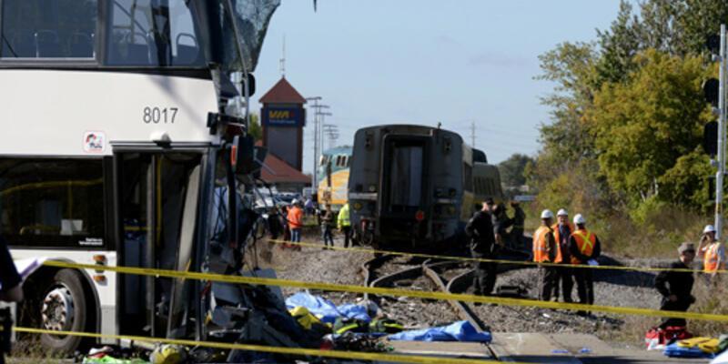 Otobüs ile tren çarpıştı: 6 ölü
