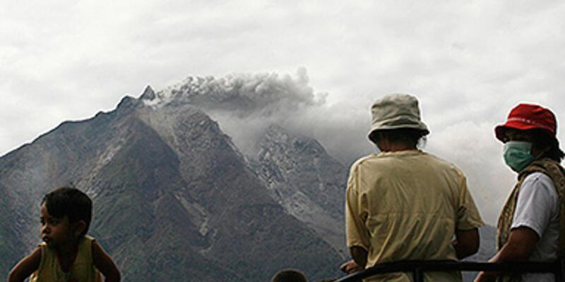 Sinabung yanardağı harekete geçti