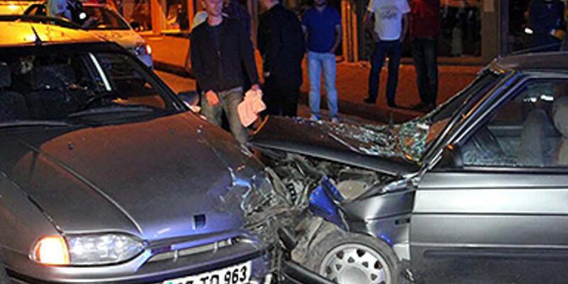 Alkollü ve ehliyetsiz sürücüler çarpıştı: 8 yaralı