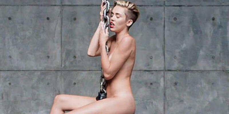 Herkes Miley Cyrus'u çıplak görmek istiyor!