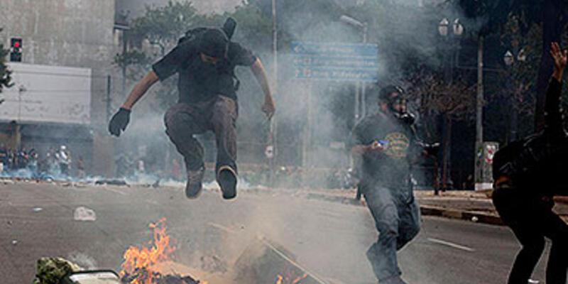 Brezilya'da göstericiler yine sokağa döküldü