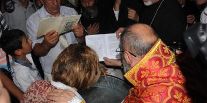 Akdamar'da 100 yıl sonra ilk vaftiz