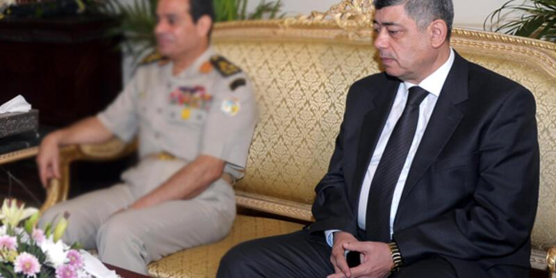 Mısır İçişleri Bakanına bombalı saldırı