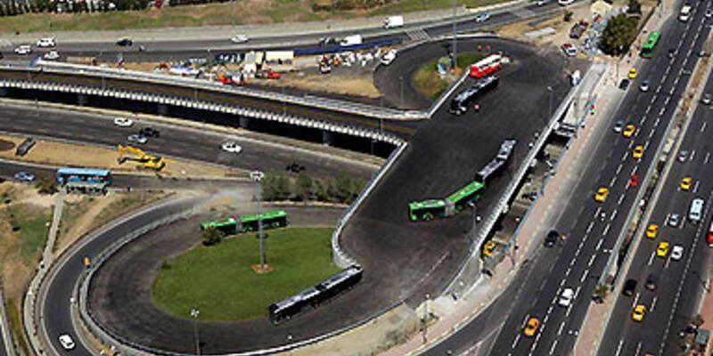 Metro-Metrobüs yaya tüneli açıldı