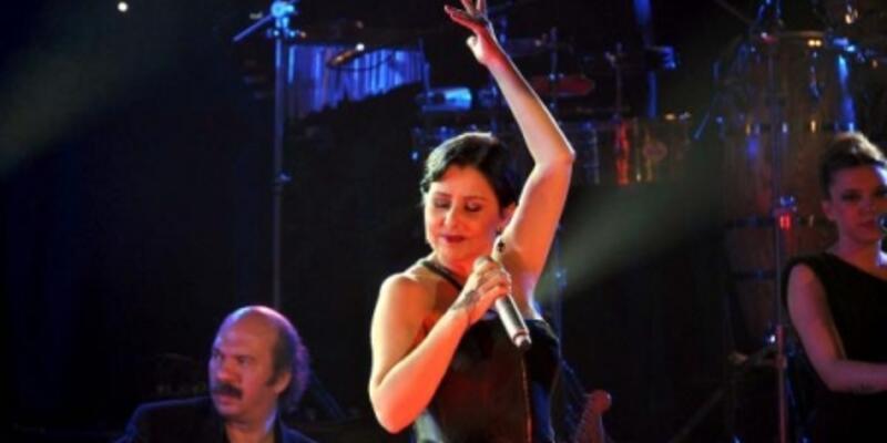 Nilüfer Harbiye Açıkhava'da konser verecek