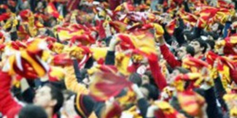 """Arena'da """"Her Yer Taksim"""" sloganları"""