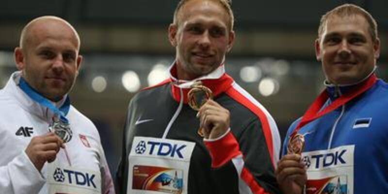 Robert Harting disk atmada şampiyon