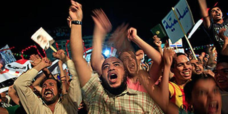 Mısır'da kaldırılan polis birimleri devreye sokuluyor