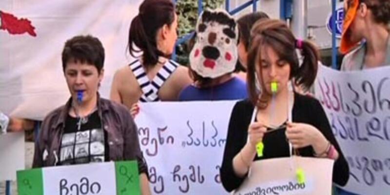 Gürcistan'da bekaret testi protestosu