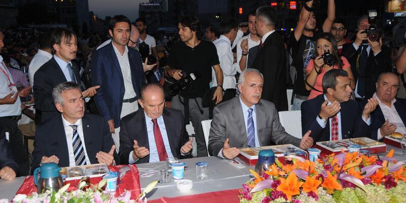 Taksim Meydanı'nda iftar buluşması