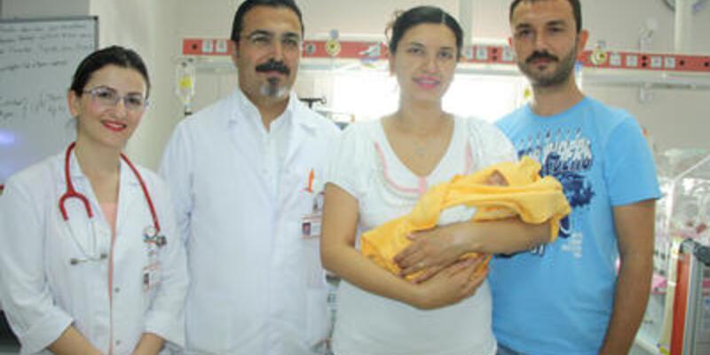 Bebeğin midesinden yemek borusu yapıldı