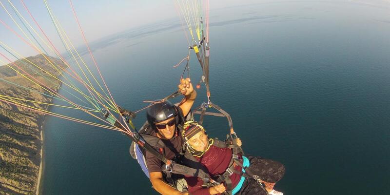 87 yaşındaki Zöhre nine yamaç paraşütüyle uçtu