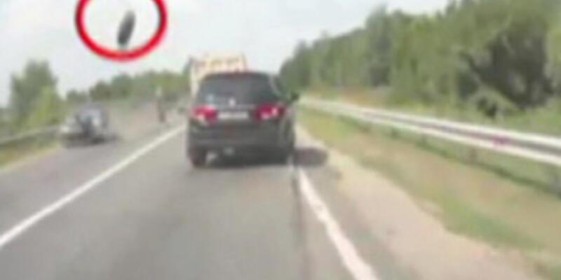 Fırlayan tekerlek 2 aracı hurdaya çevirdi