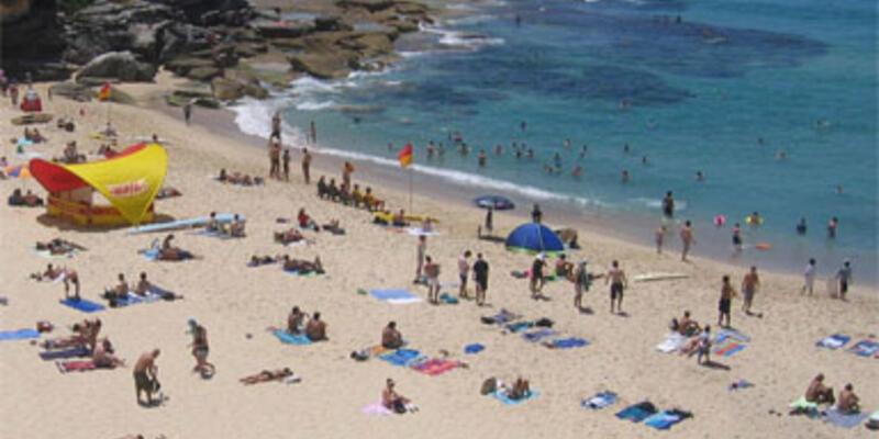 Plajda kalaşnikoflu saldırı