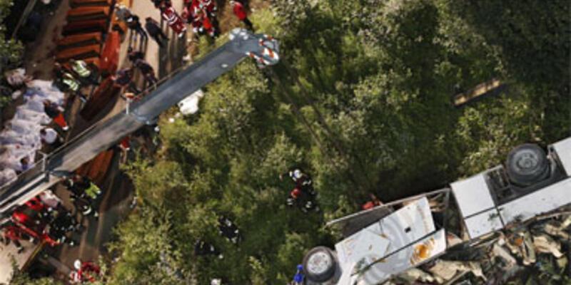 İtalya'da otobüs faciası: 39 ölü
