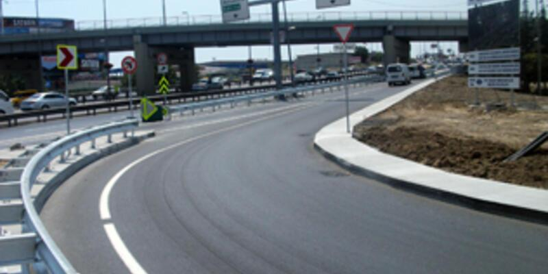 Merter'de köprülü kavşağa 2 şerit eklendi