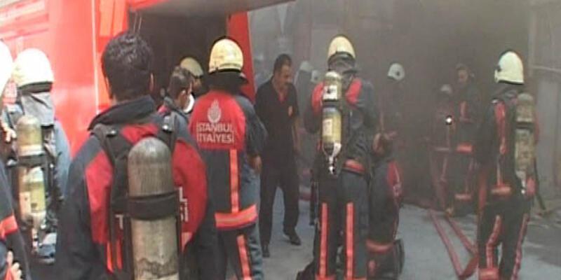 Bağcılar'da yatak fabrikası yandı: 2 ölü