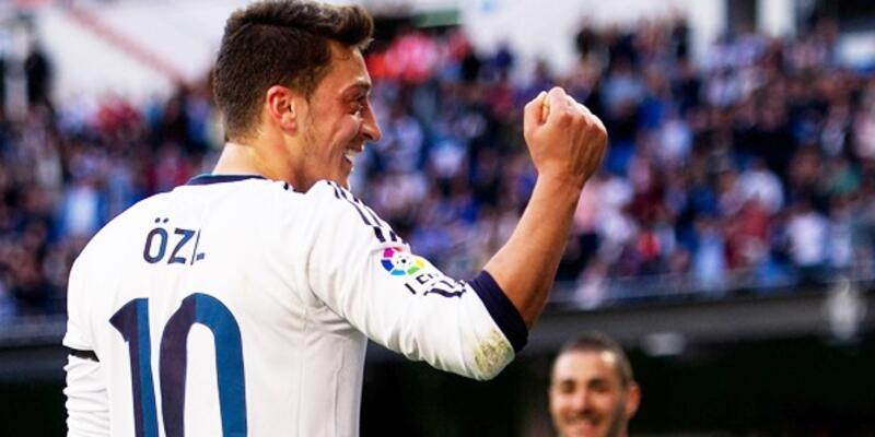 Mesut Özil Ancelotti'den memnun