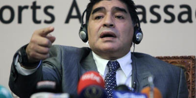 Maradona gözünden ameliyat oldu