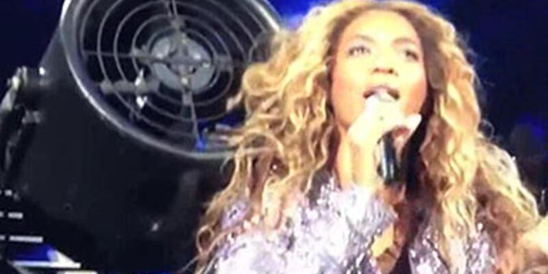 Beyonce'nin saçları vantilatöre sıkıştı!