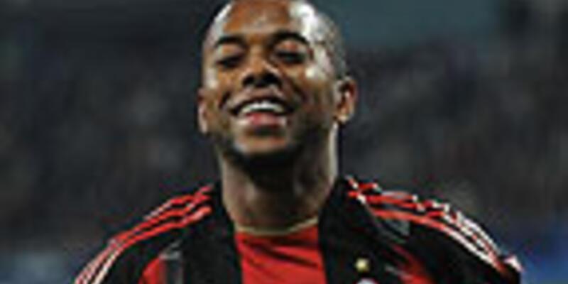 Robinho 3 yıl daha Milan'da