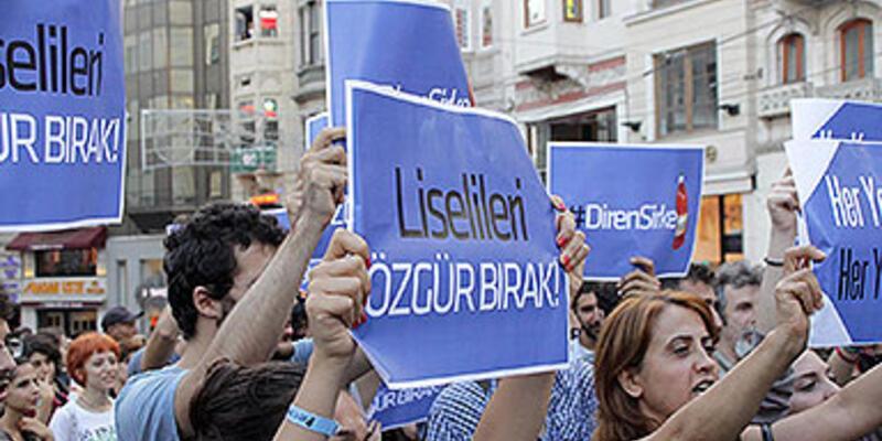 İstiklal'de polis ve göstericiler arasında arbede