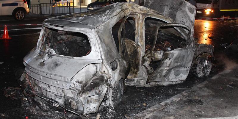Kaza yapan araçtaki kişi yanarak öldü